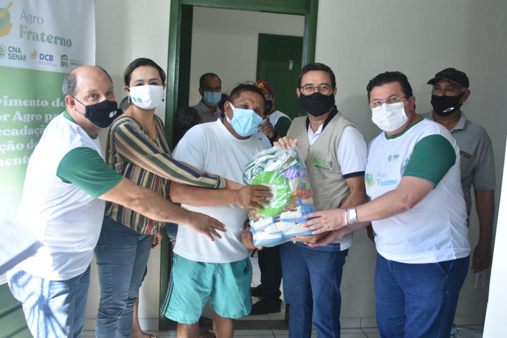 FAEA entrega cestas alimentícias do Agro Fraterno para agricultores de Itacoatiara